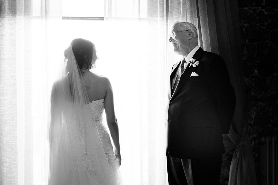bride and her dad getting ready