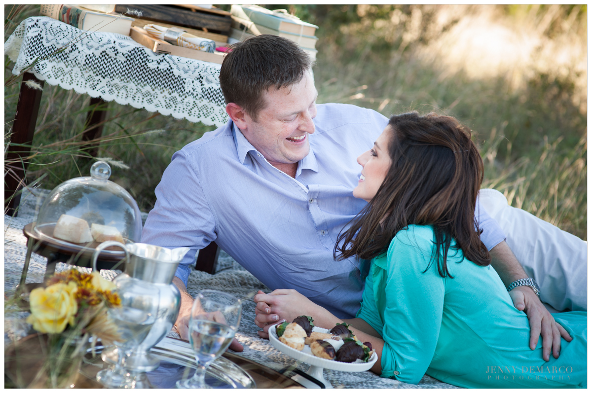 etsy find and pinterest inspired picnic engagement shoot