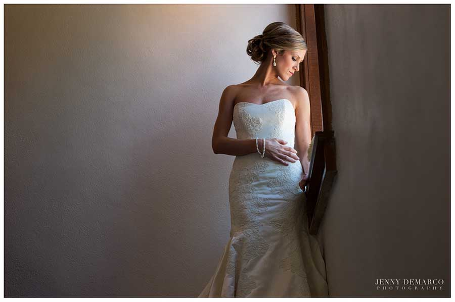 The bride's gown, with a sweetheart neckline and delicate embroidery, was reminiscent of Jenny Packham.