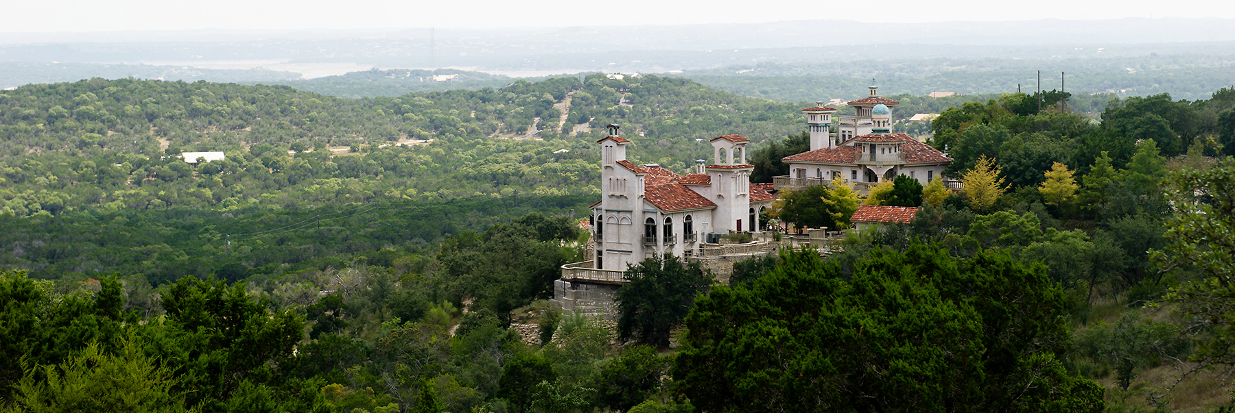 Villia Antonia is nestled high in the texas hill country overlooks Lake Travis.