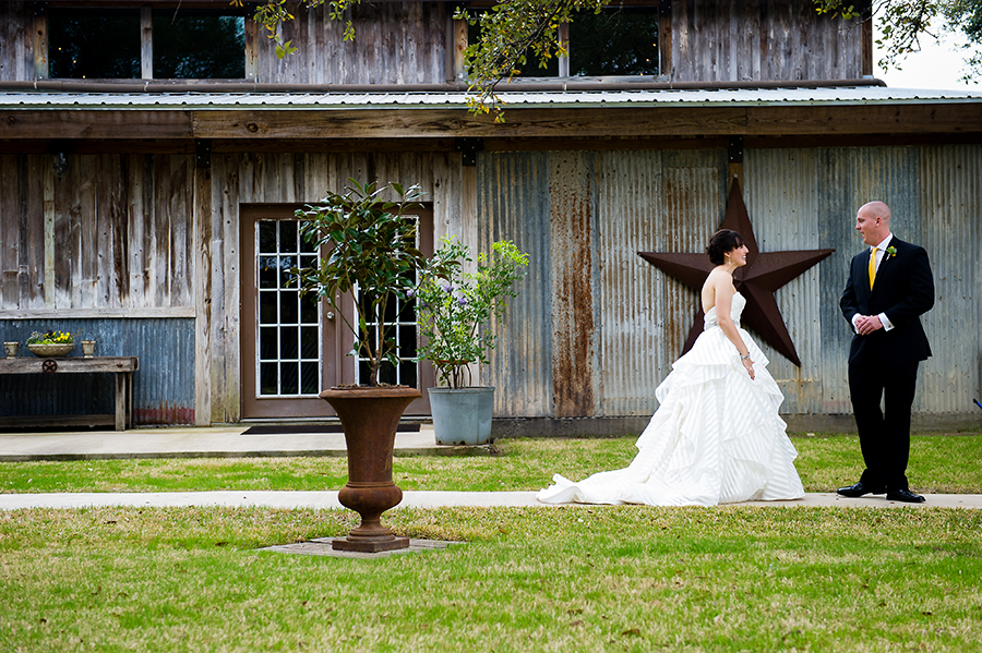 The first look on the side garden at the reception barn