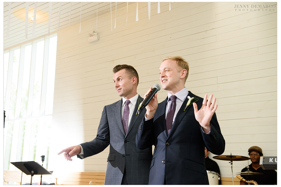 The grooms give a speech.