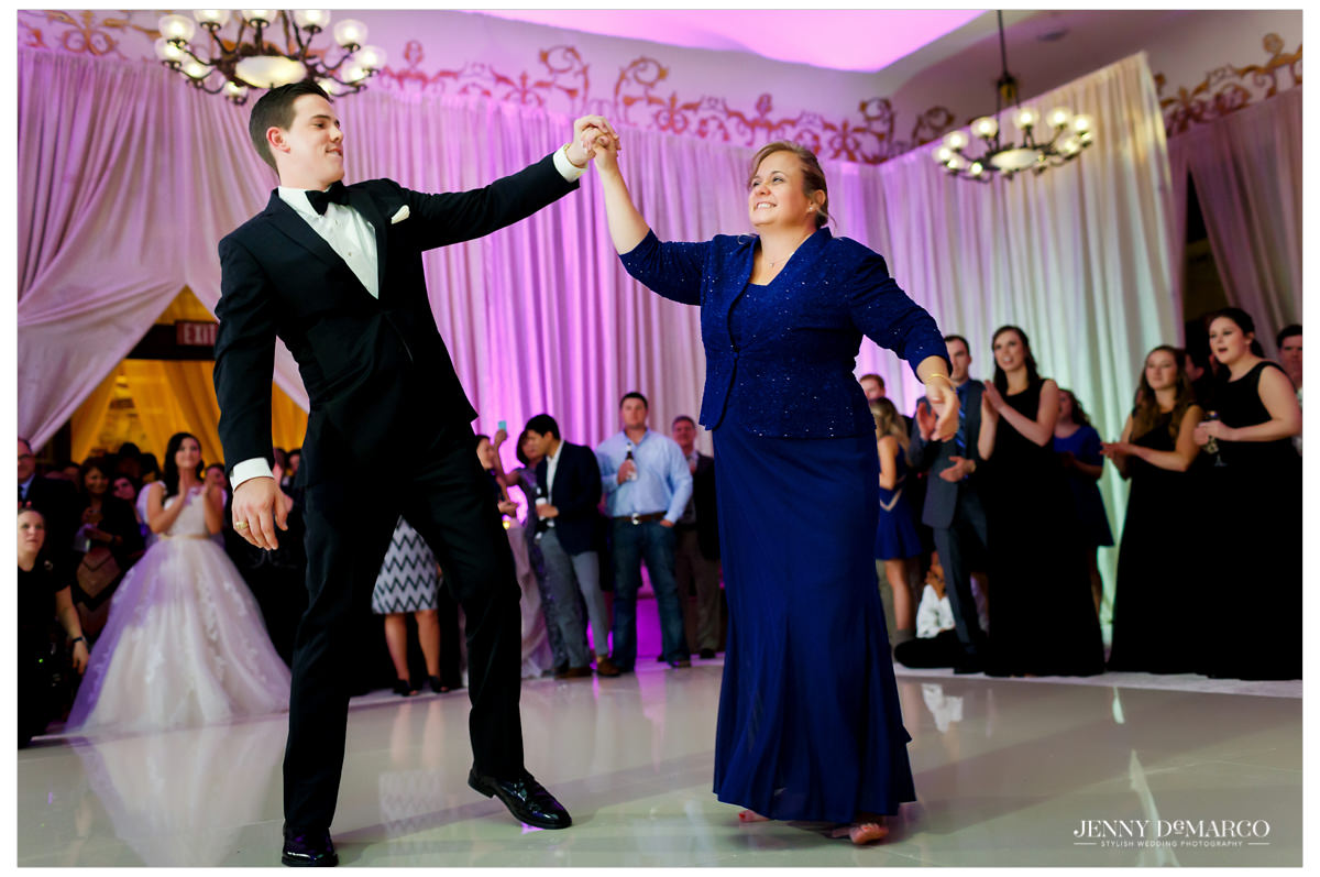 The groom and his mother share a dance.