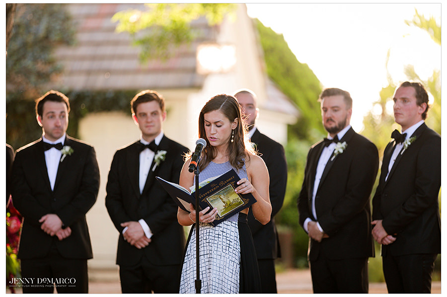 the maid of honor reads a passage before the bride arrives