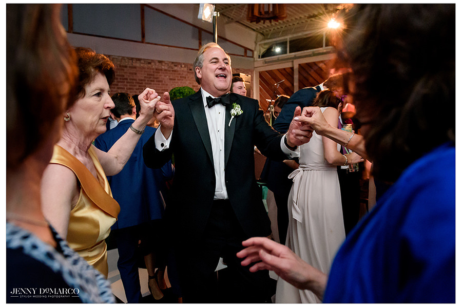 the wedding party dances to in10city