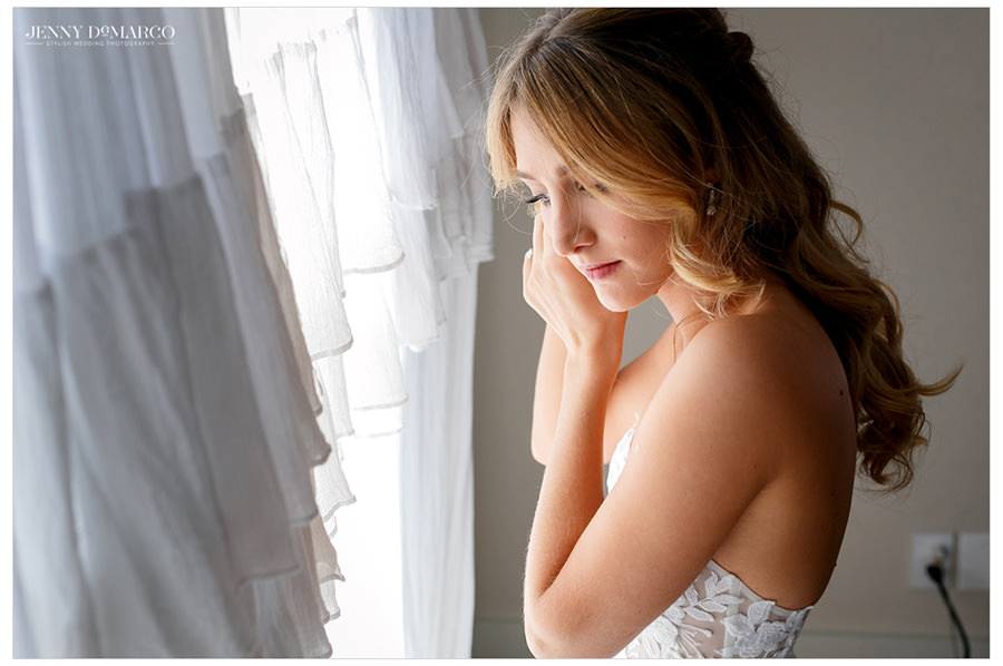 bride prepares for first look in the heart of the hill country