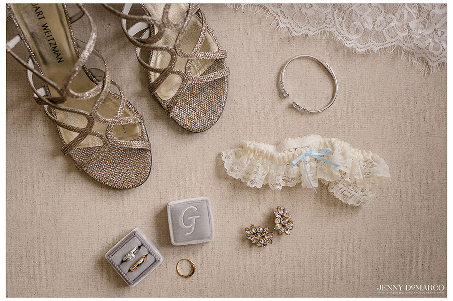 details of the brides jewelry and shoes