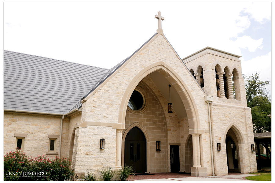 A wide angle shot of Good Shepherd Episcopal Church.