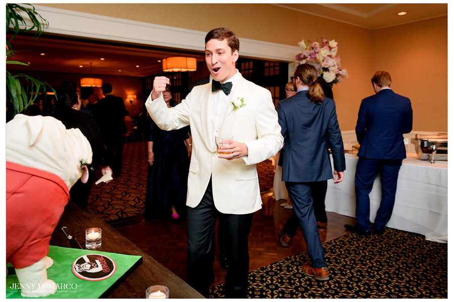 Groom howls excitedly as he sees his bulldog cake.