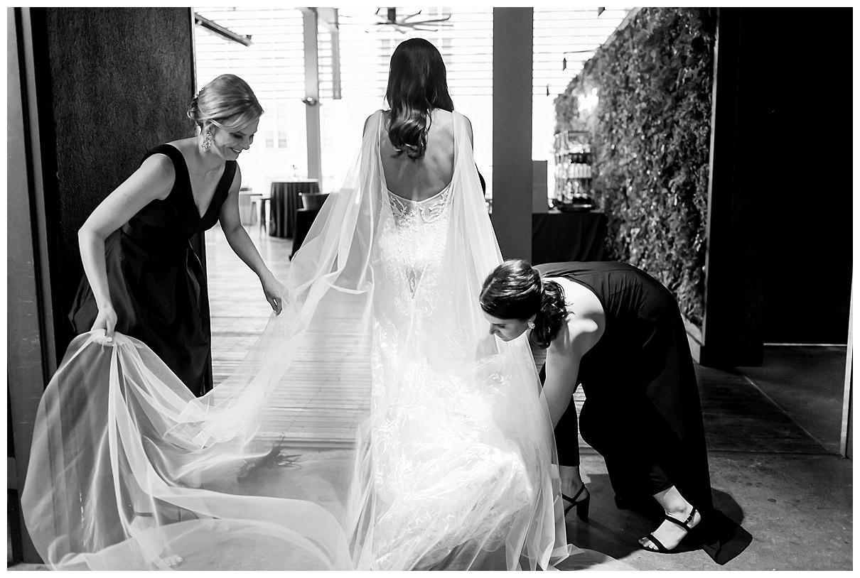 brides veil and train